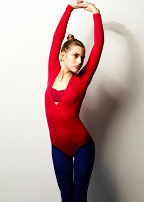 Başlamadan önce:  • Hareketlerini kısıtlamayacak, ne dar ne de fazla bol olmayan bir fitness kıyafeti giy.  • Saçların uzunsa mutlaka topla.  • Yanında su bulundur. • Egzersizleri rahat yapman için, zeminin düzgün olmasına dikkat et, gerekirse bir yoga matı edin.